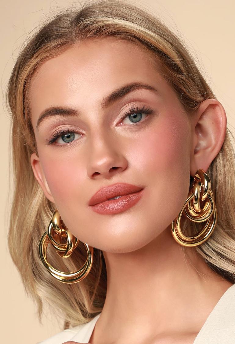 Judith Gold Oversized Knot Earrings - Lulu's, $10Photo Credit: Lulu's