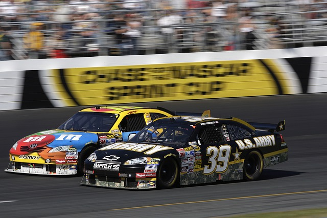 auto-racing-558089_640.jpg
