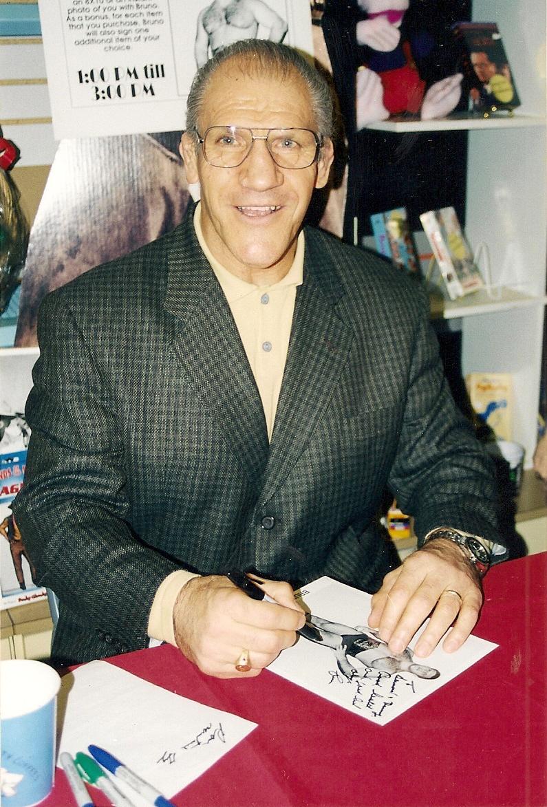Bruno Sammartino signs autographs at Century III.