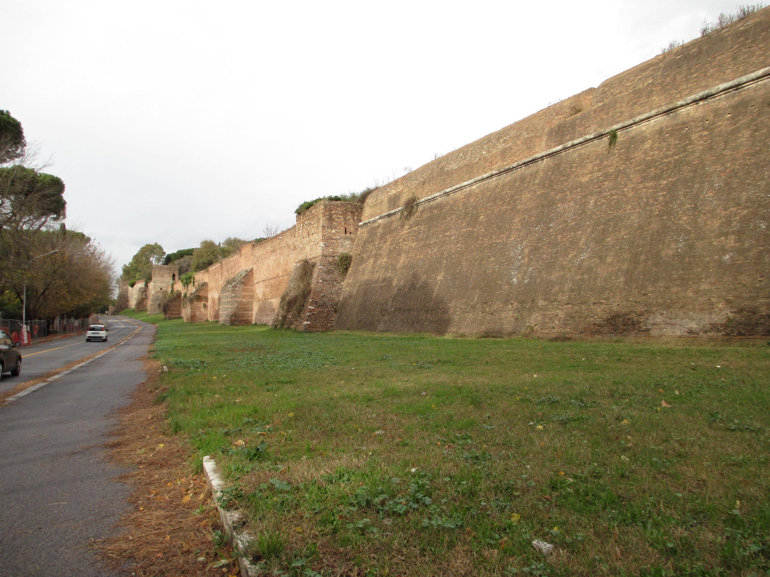 OB28 the wall of Rome.JPG