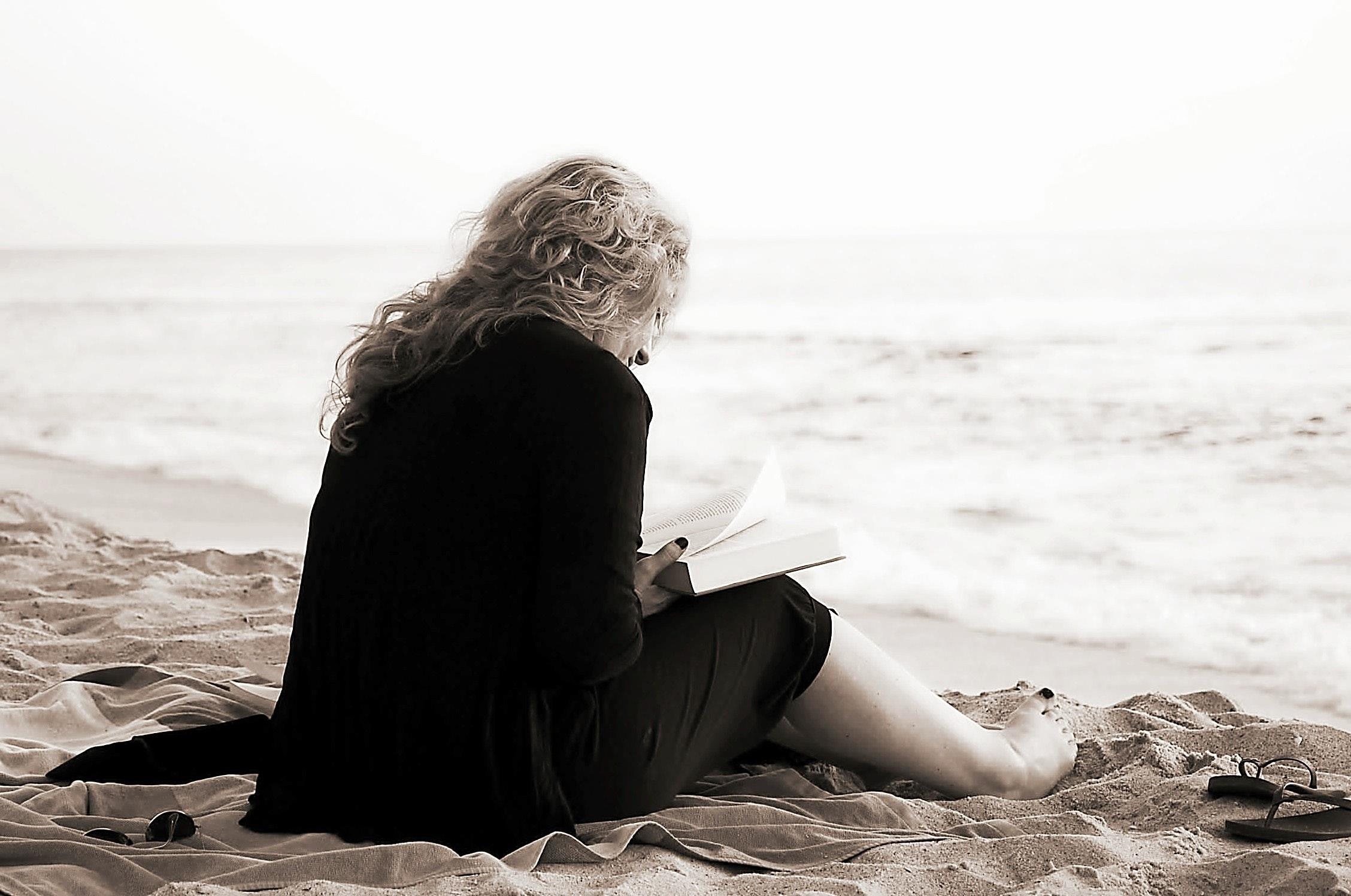111c beach-lady-ocean-54578.jpg