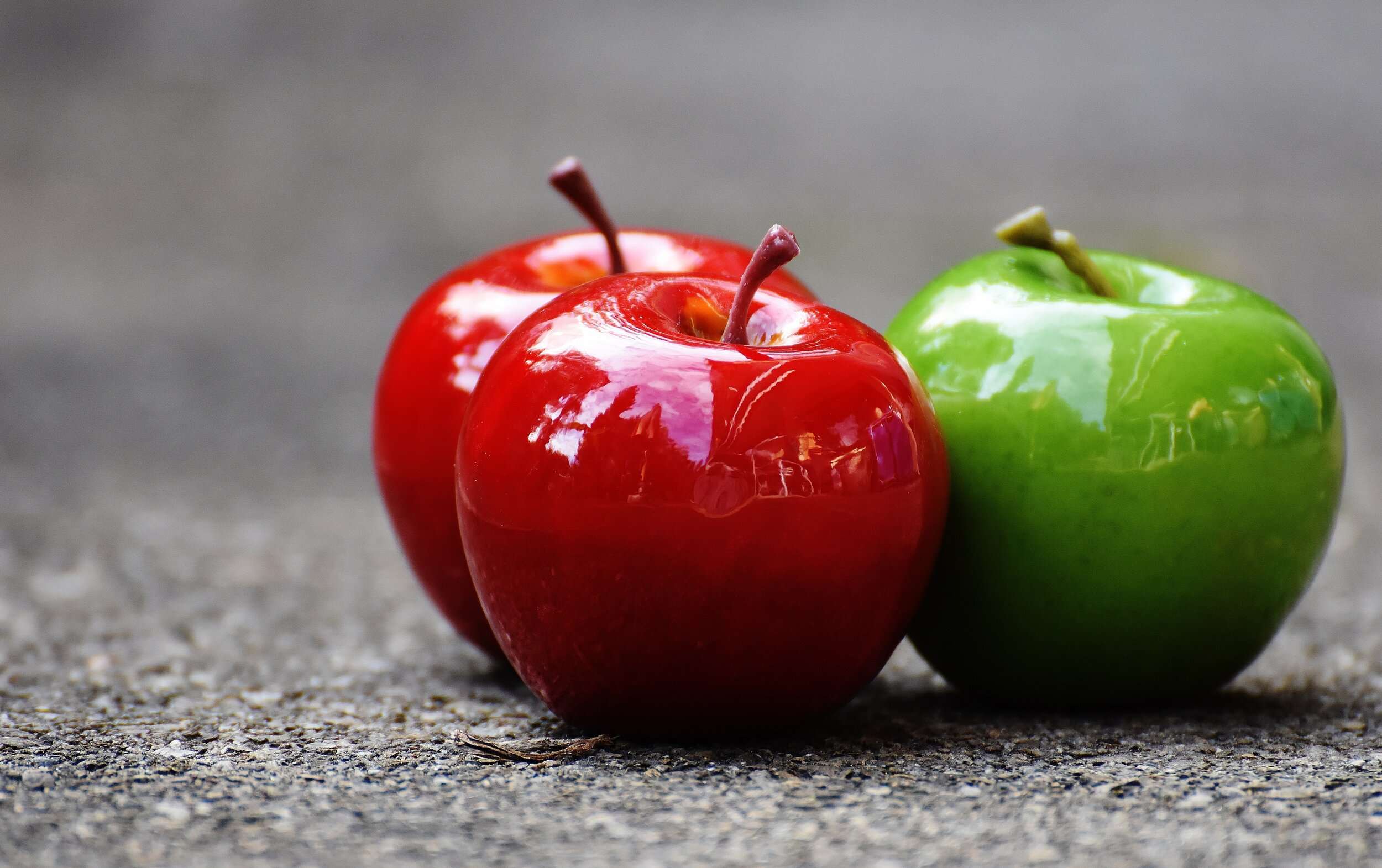 108 apples-close-up-delicious-209339.jpg