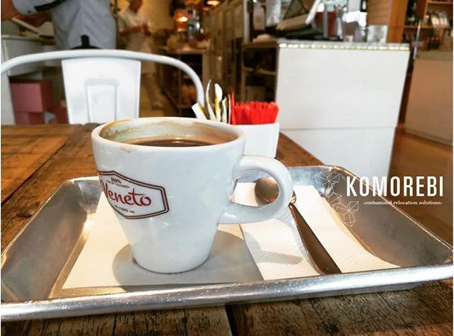 A coffee is always a good idea on a rainy day in Bogotá. We have great cozy places to enjoy one in our city. / Un café siempre es una buena idea en un día lluvioso en Bogotá. Hay sitios acogedores y deliciosos para disfrutar una buena taza en nuestra ciudad. #komorebi #relocation #reubicacion #lifestyle #bogota #feelathome #feelinggood #livinginanewcity #coffee #coffeetime #mercari