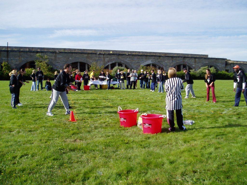 Teambuilding 4 waterballoontoss.jpg