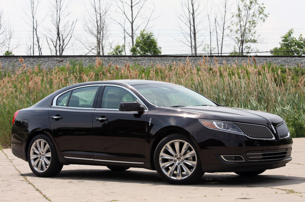 Luxury Sedan- Lincoln MKS (2).jpg
