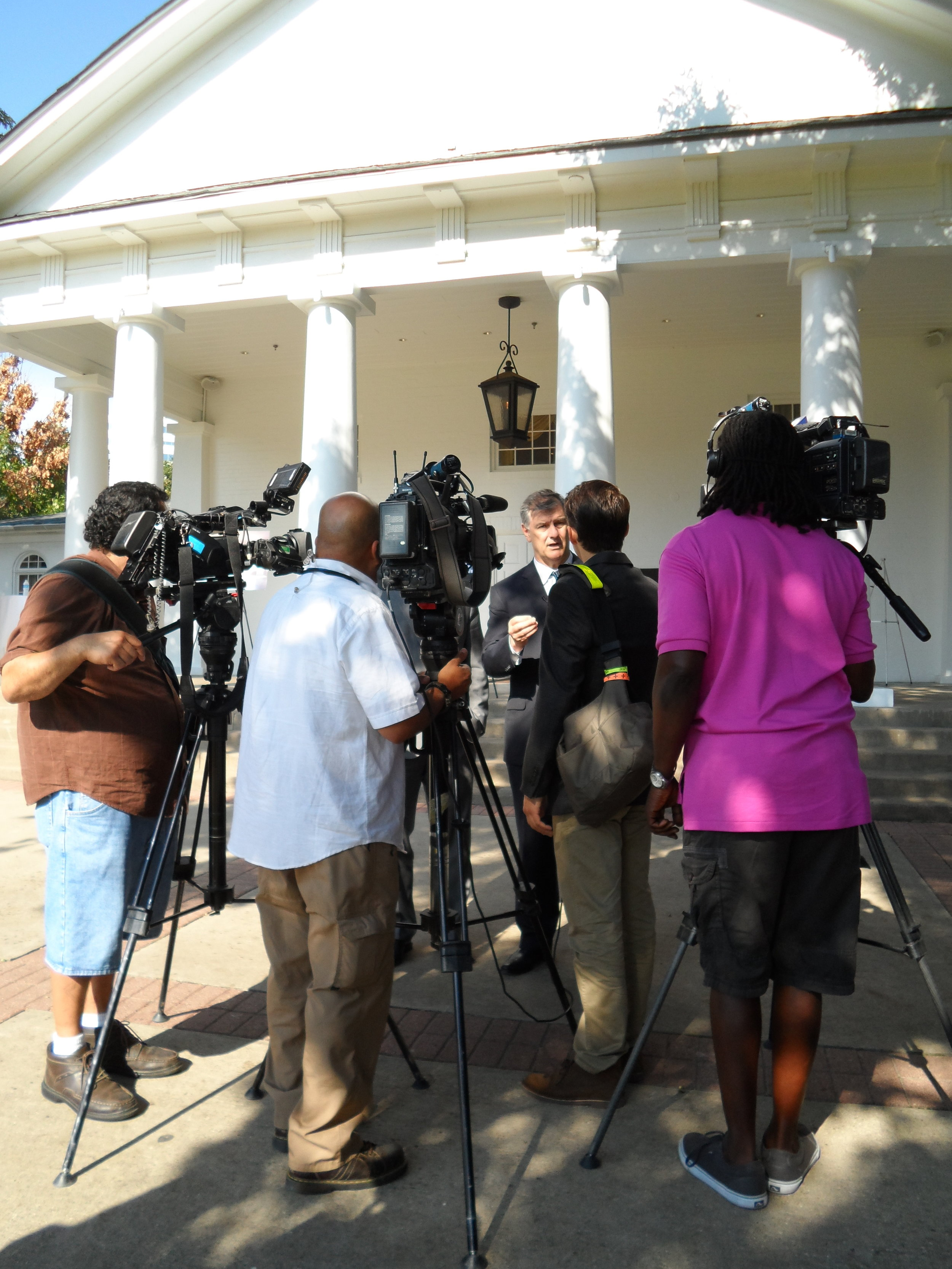 Dala organized a press conference on the steps of the iconic Arlington Hall with remarks issued by  Dallas Mayor Mike Rawlings  to celebrate 75 years of history at this well-known landmark in Dallas' Turtle Creek.