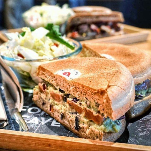 Le goût avant tout 😋. Découvre les Mini Meules chez @tacave.ch 📍Genève. Avo 🥑 , bacon 🥓, truite 🐟 ... pour une pause lunch gourmande. #madewithlove