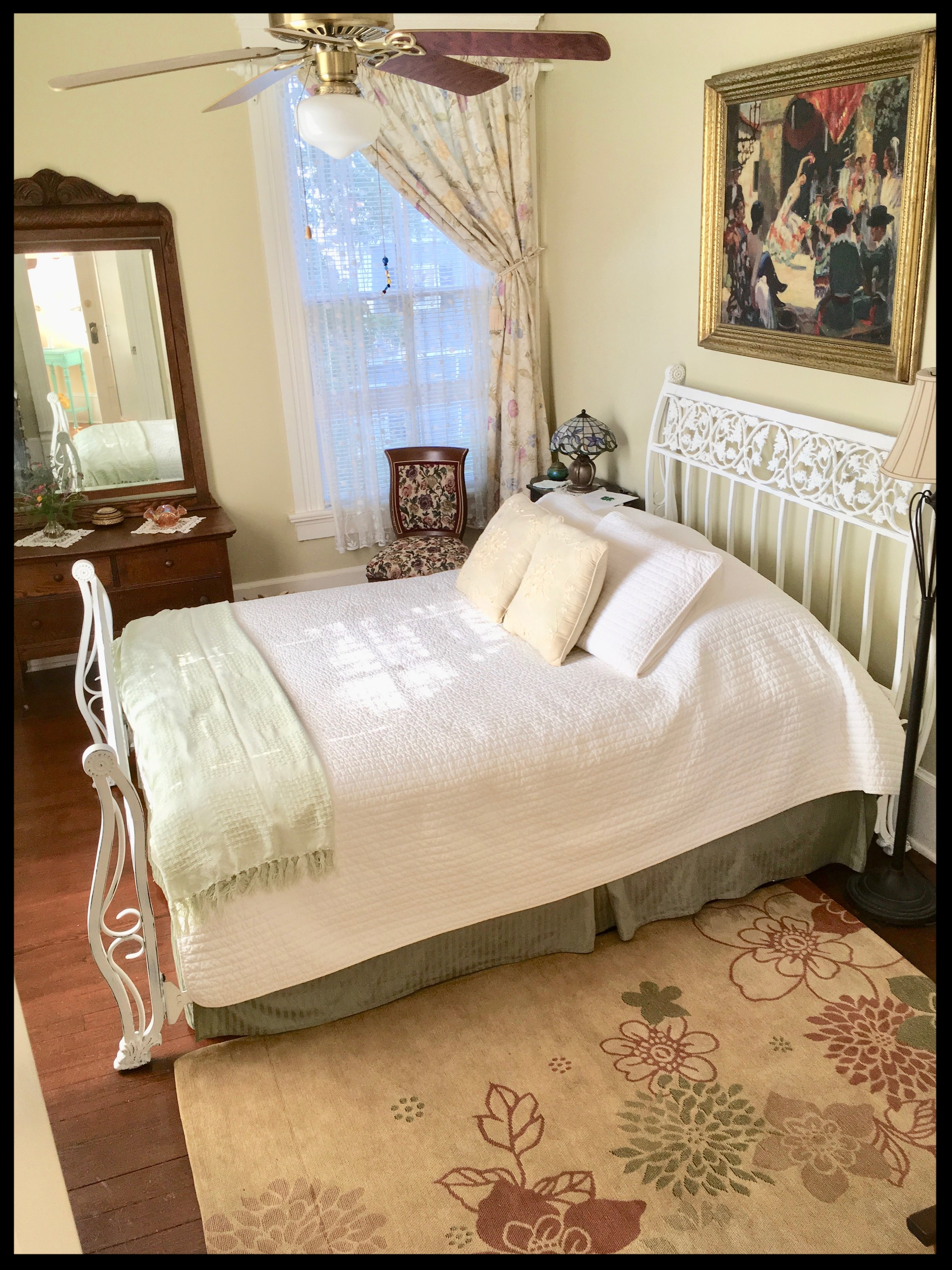 The Green Room, light and airy, queen-sized bed, full private bath