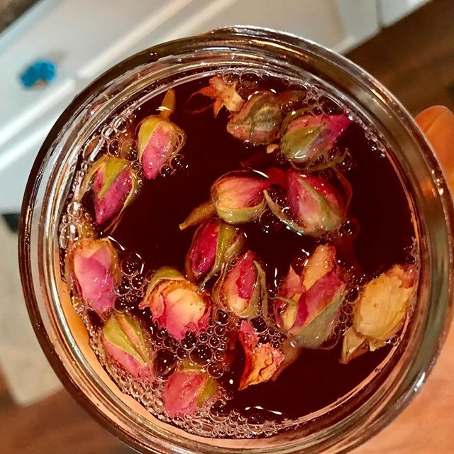 #foxgloveeventspdx  #punchrecipes #tequila Honey rose syrup, hibiscus tea, ginger ale and soda water with blood orange slices. Tequila anyone?