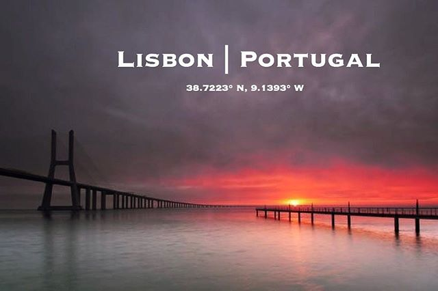 Sunrise along the waterfront in Lisbon. Featuring the 25 de Abril Bridge. // Image by: Luis Poitevin