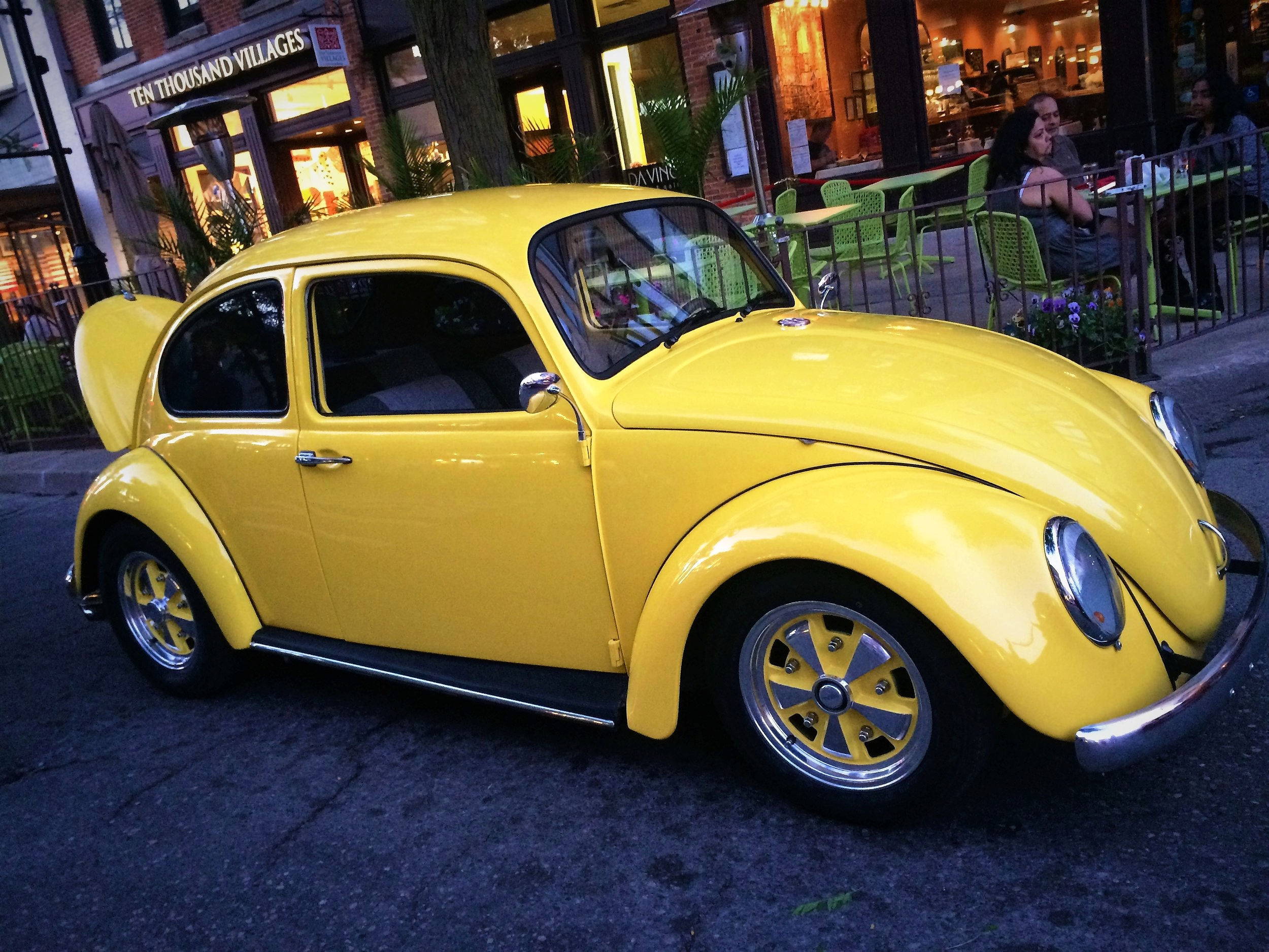 Stumbled upon a car show once while going to a bookstore... - Now I would very much like a little bug like this!