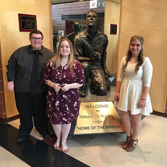 Our traditional picture in front of the Wallace Miner after the senior scholarship ceremony! Congrats you guys we are so incredibly excited for you! 🎓👩‍🎓👨‍🎓🎉 #idahoptech