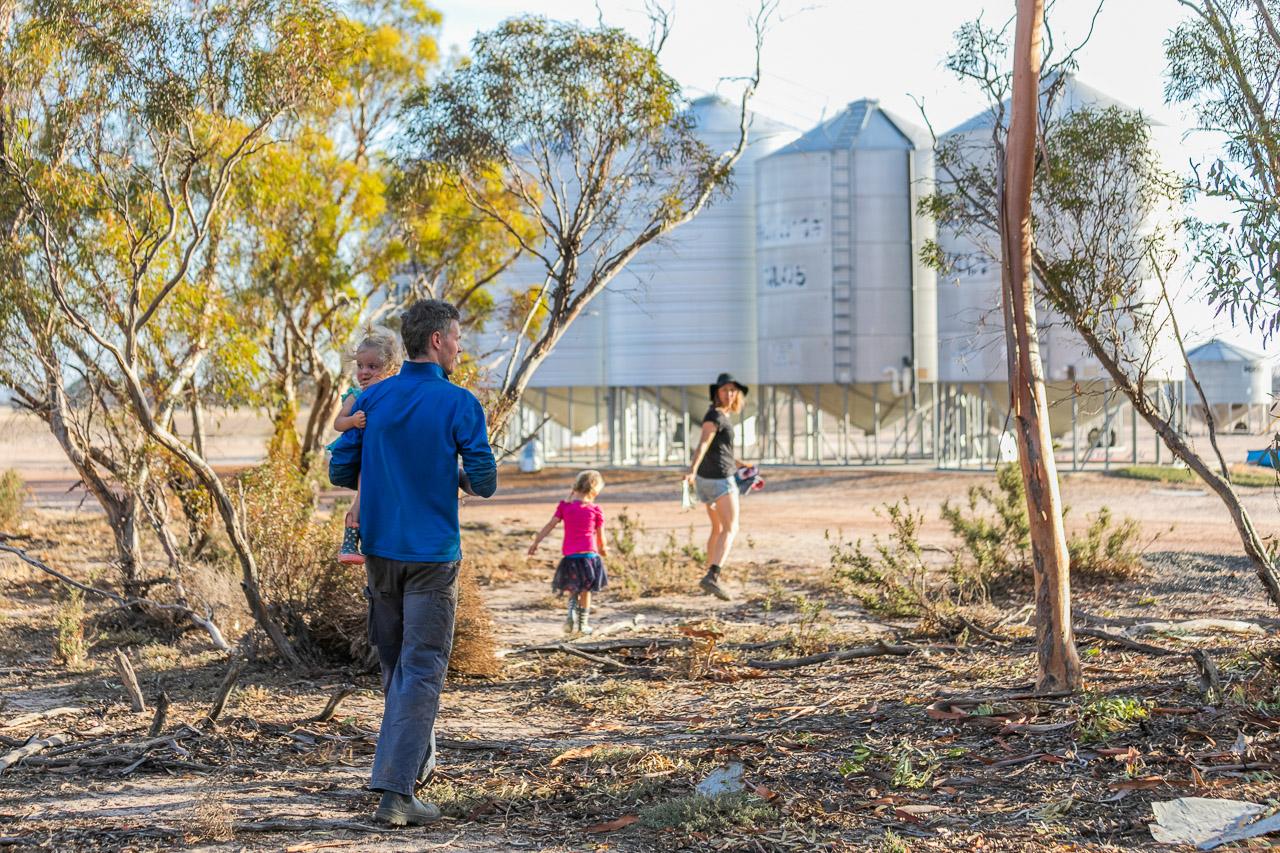 Wheatbelt-family-photos-on-the-farm-27.jpg