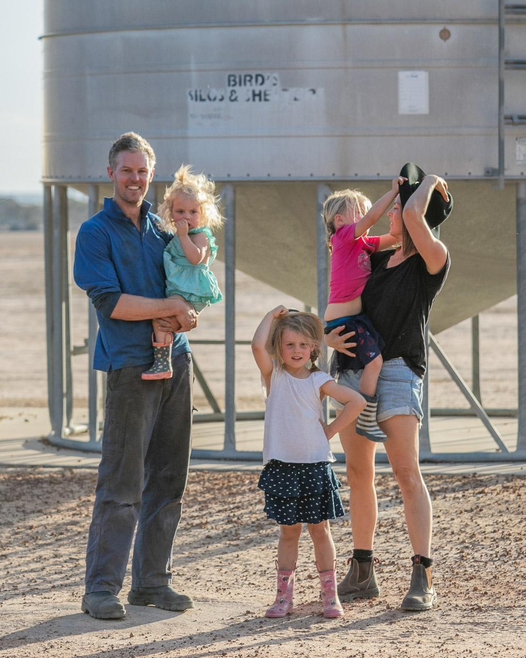 Wheatbelt-family-photos-on-the-farm-29.jpg
