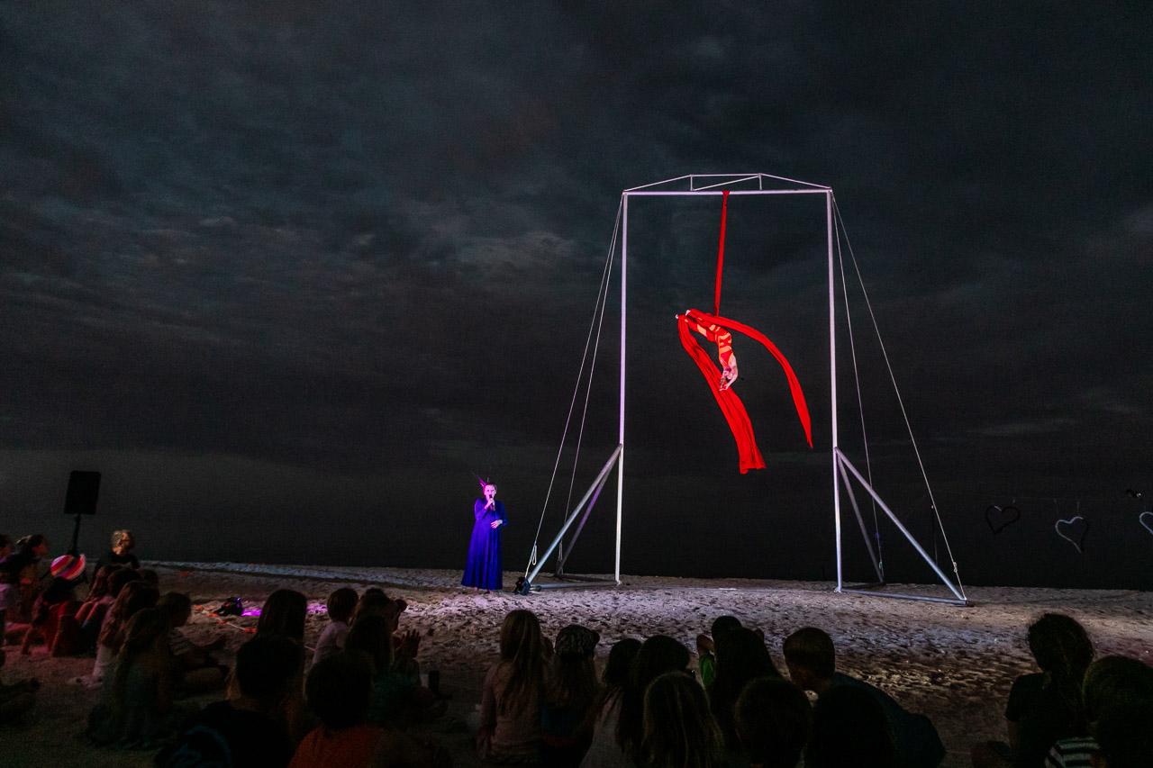 Opera singer Aria Scarlett accompanies aerialist Theatre von Ziarno