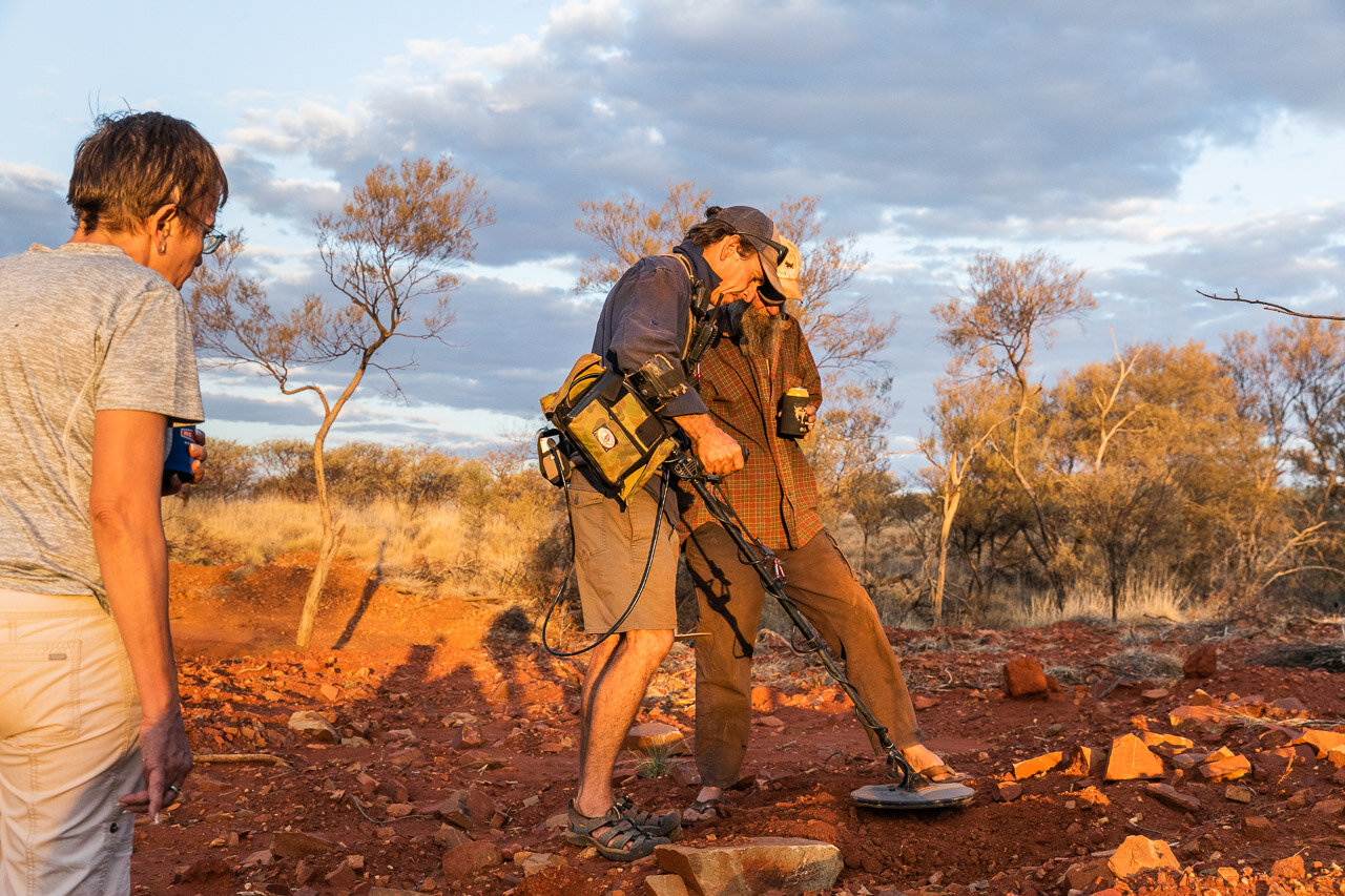 Lessons in finding gold with a metal detector in WA's Pilbara