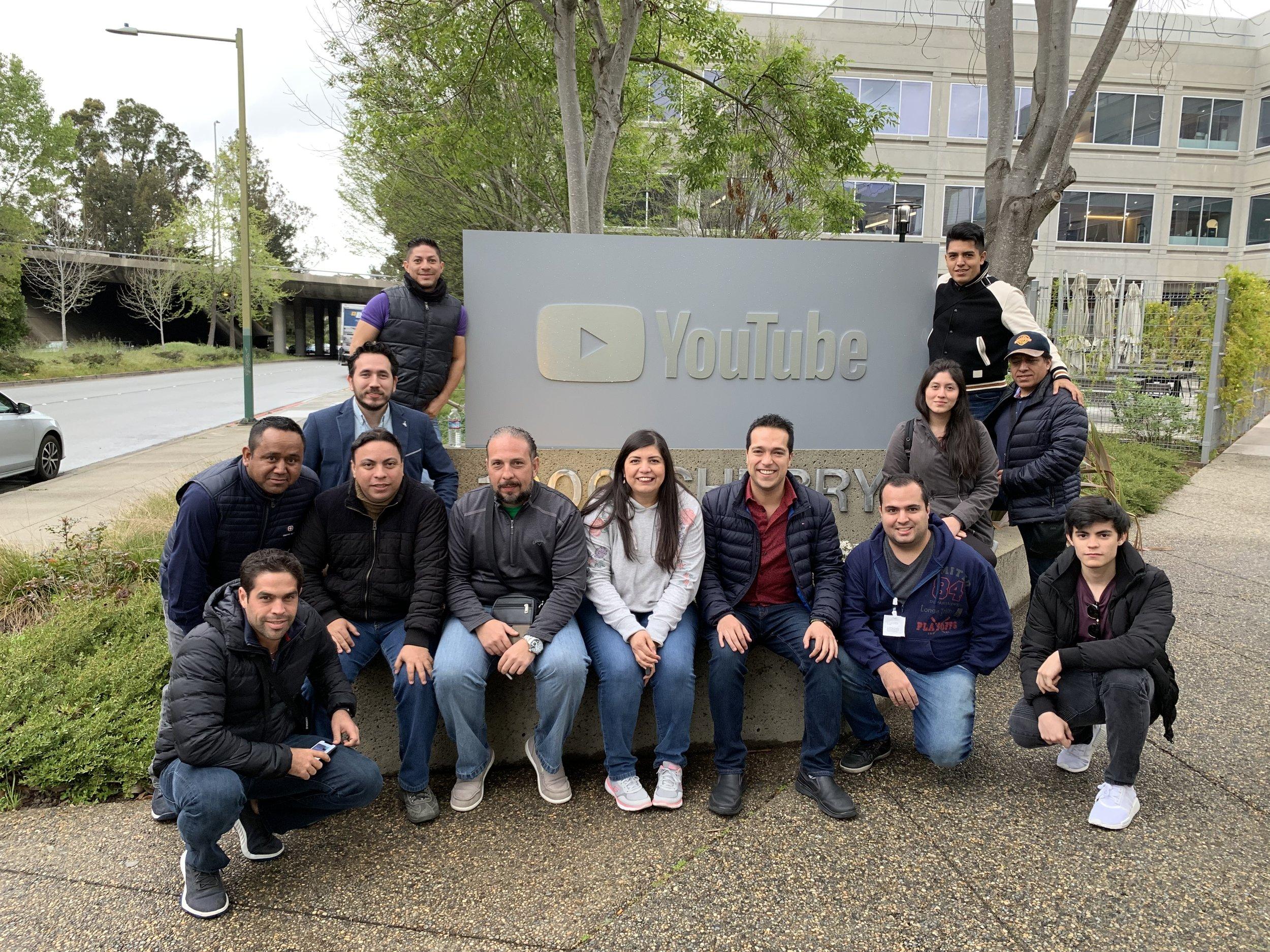 En las oficinas de YouTube con un grupo de México y Brasil.