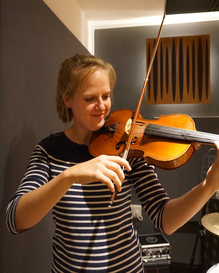 Emily Wyke. BMus (Hons), Suzuki (Level 1), DipABRSM - Emily's love of stringed instruments took off when she began viola lessons at school aged 9. When she was 14, Emily began studying under the tutelage of Vivienne Ronchetti, taking up the violin alongside the viola the following year. During this time, she played viola and violin with the National Youth Strings Academy, receiving exceptional chamber music tutoring from professionals such as Damian Lorio.Emily offers both the Suzuki method or a traditional approach.