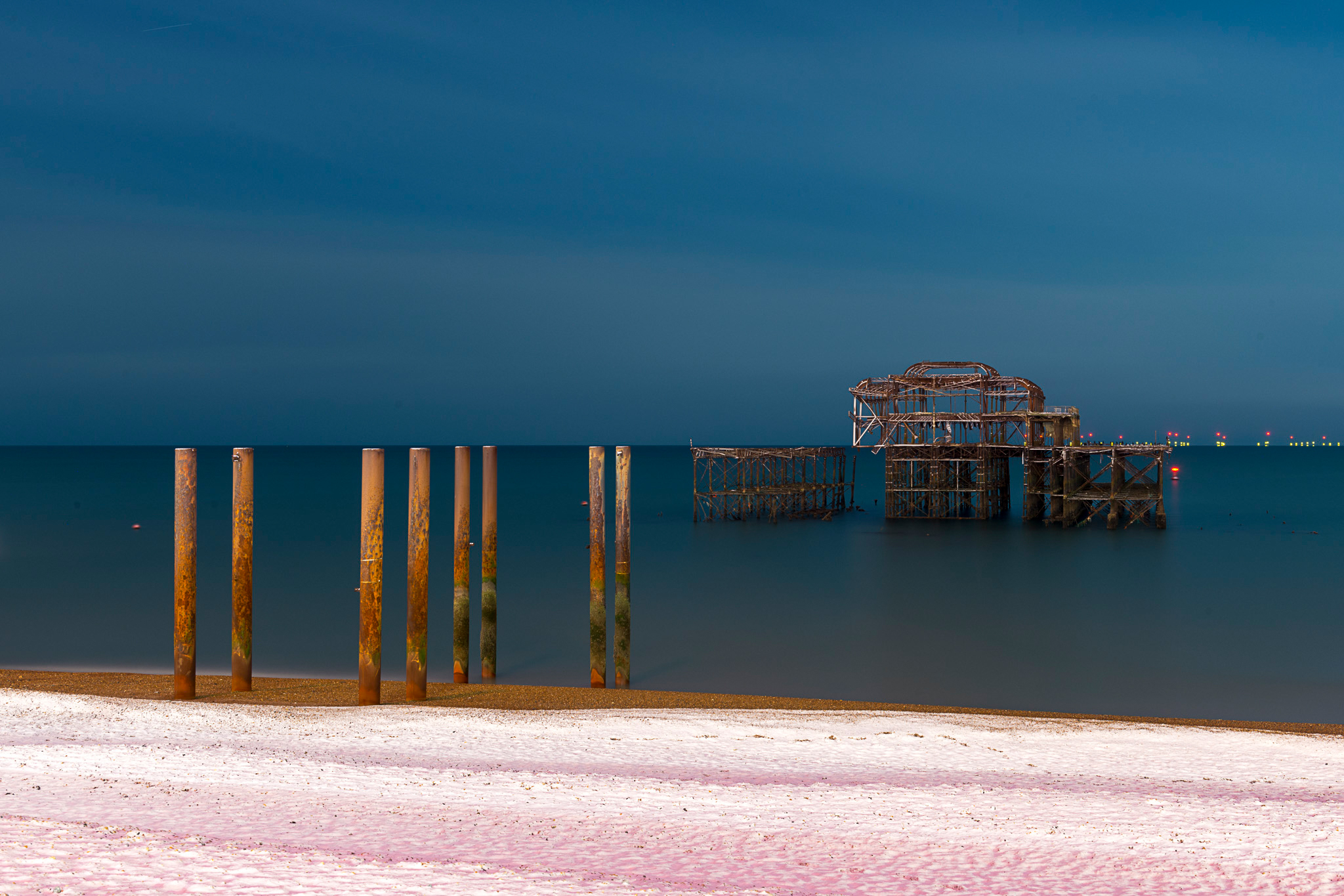 Alex_Bamford_Photography_Brighton_Horizon_night_snow.jpg