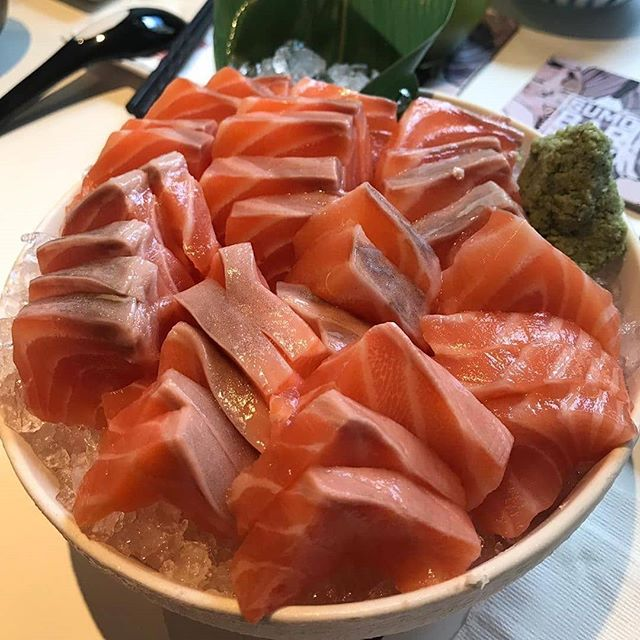 When it's your birthday, you deserve salmon! Complimentary slices of salmon sashimi equivalent to your age. Find the details at http://sumobarhappy.com/salmonbirthday! (happy photo by @ericyip82) #sumobarhappy