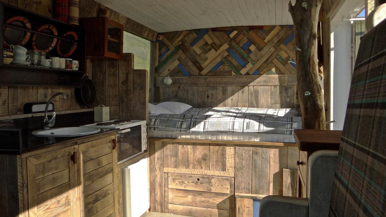 esjan_glamping_in_iceland_interior_bed.jpg