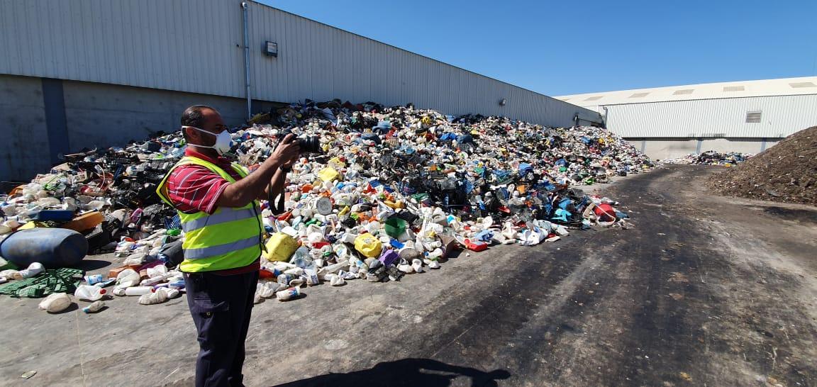 (c) Salam Ya Sham - Citizen Scientist Moayad Hamdallah filming at the Bar Elias waste sorting plant, July 2019
