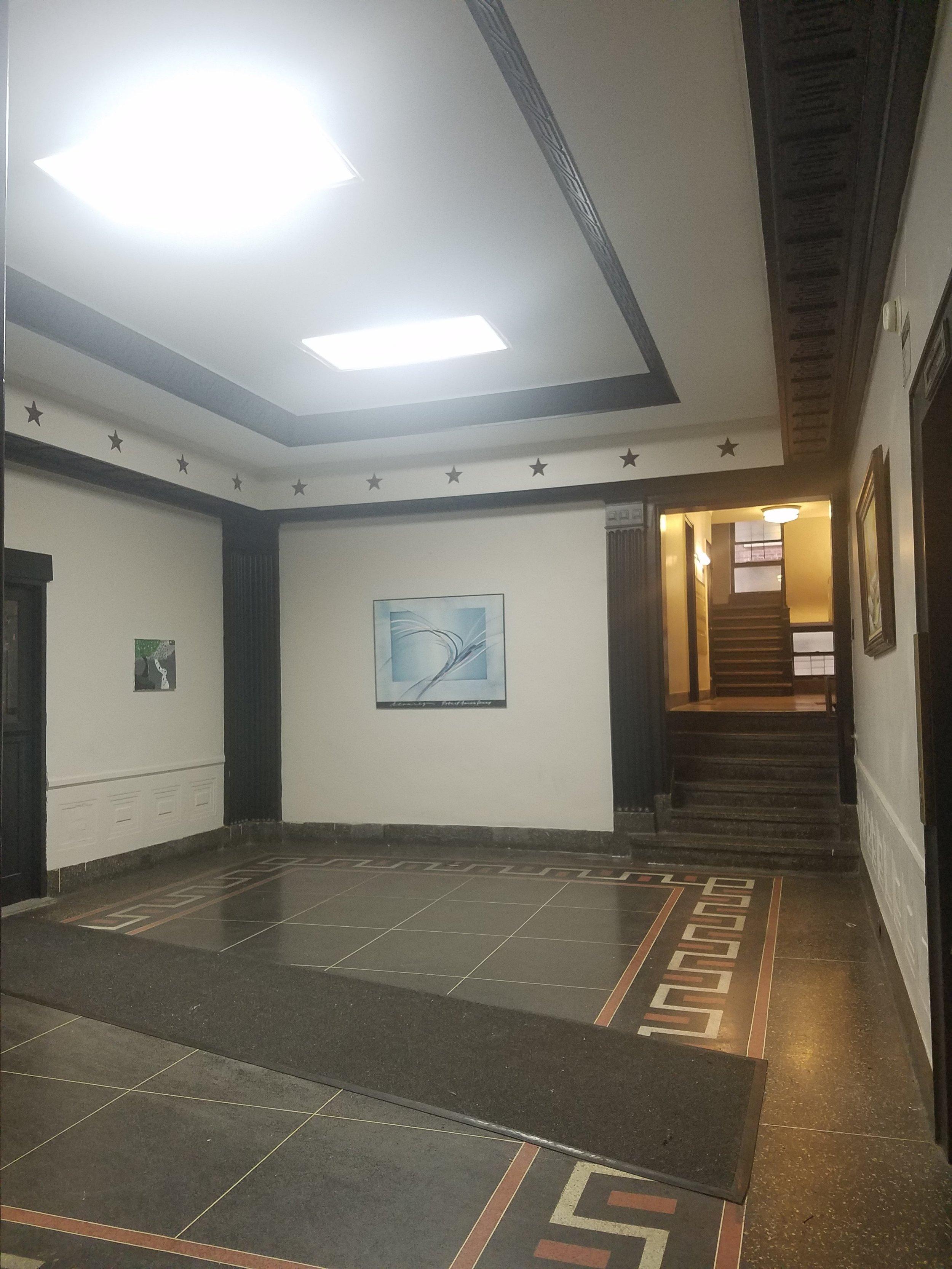 Lobby 495.jpg