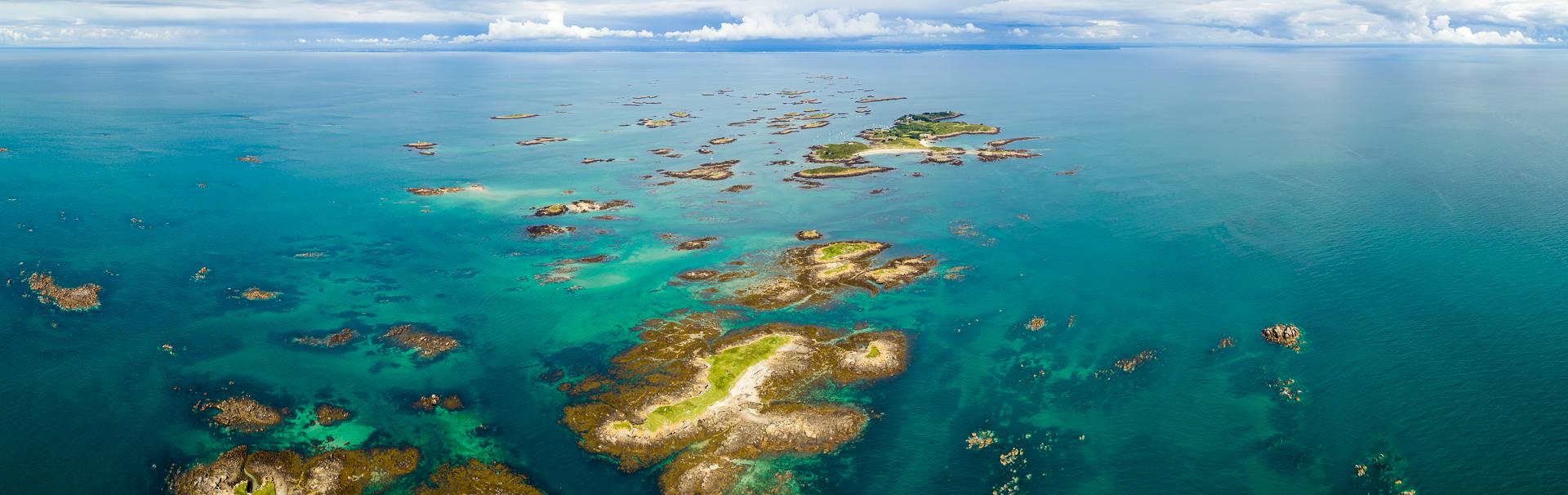 Photo de 65 MPX créee à partir de 5 Photos au format raw. DJI INSPIRE 2 + ZENMUSE X7 S35 de l'archipel des îles Chausey.