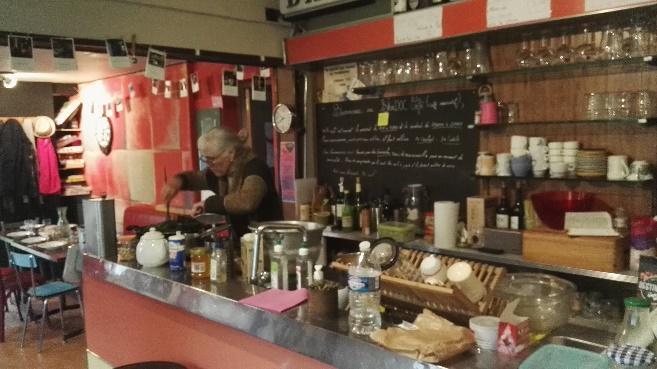 Martine en cuisine - Crédit Photo : Marc Loublier