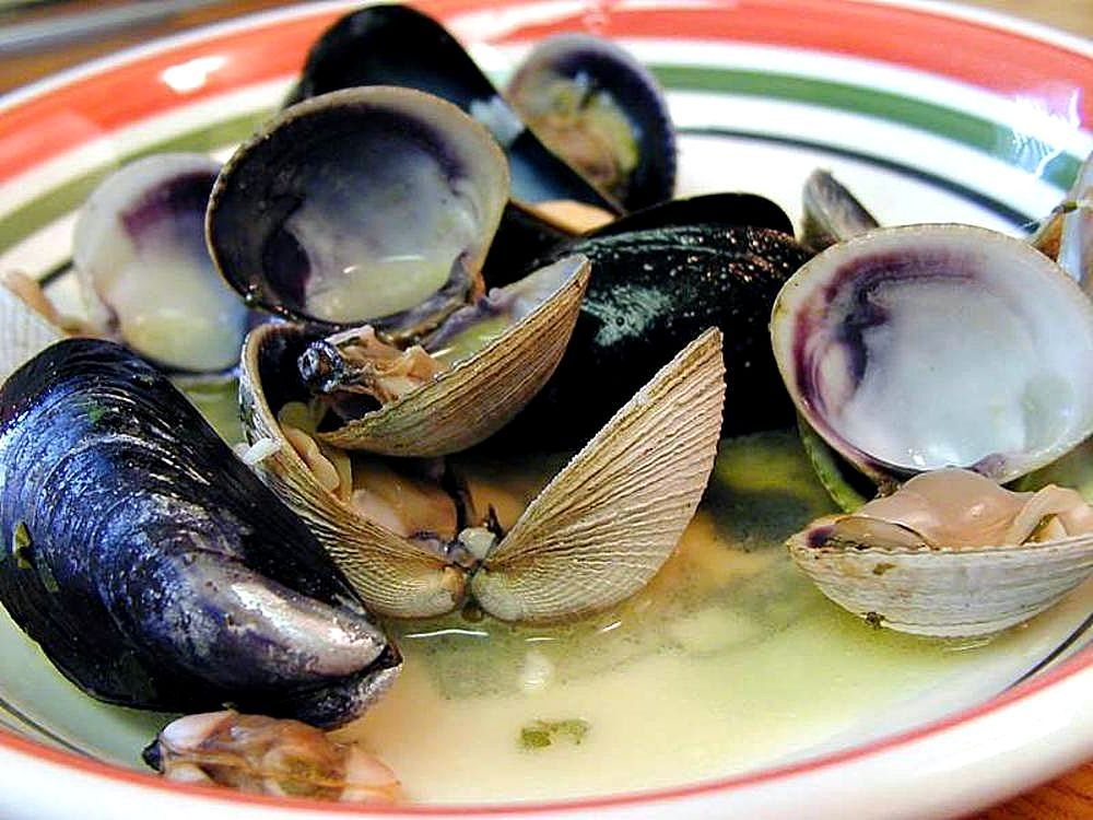 Examples of UK farmed shellfish (wikimedia image)
