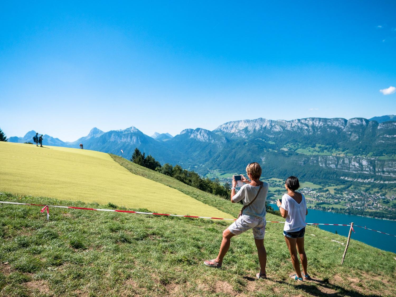 1080489_Gleitschirm-Tourismus am Lac Annecy_Frankreich_Aug17.jpg