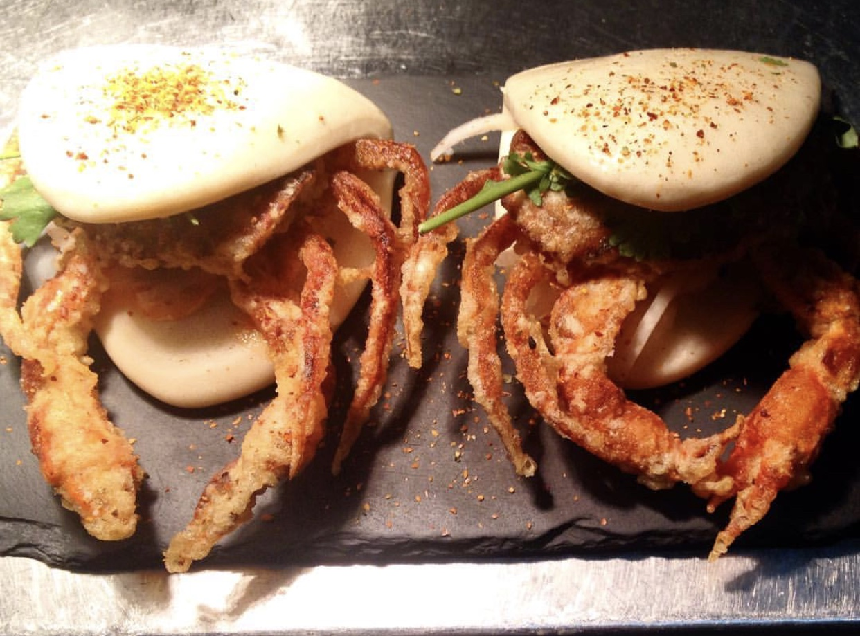 Soft shell crab bao at taberna da rua das flores