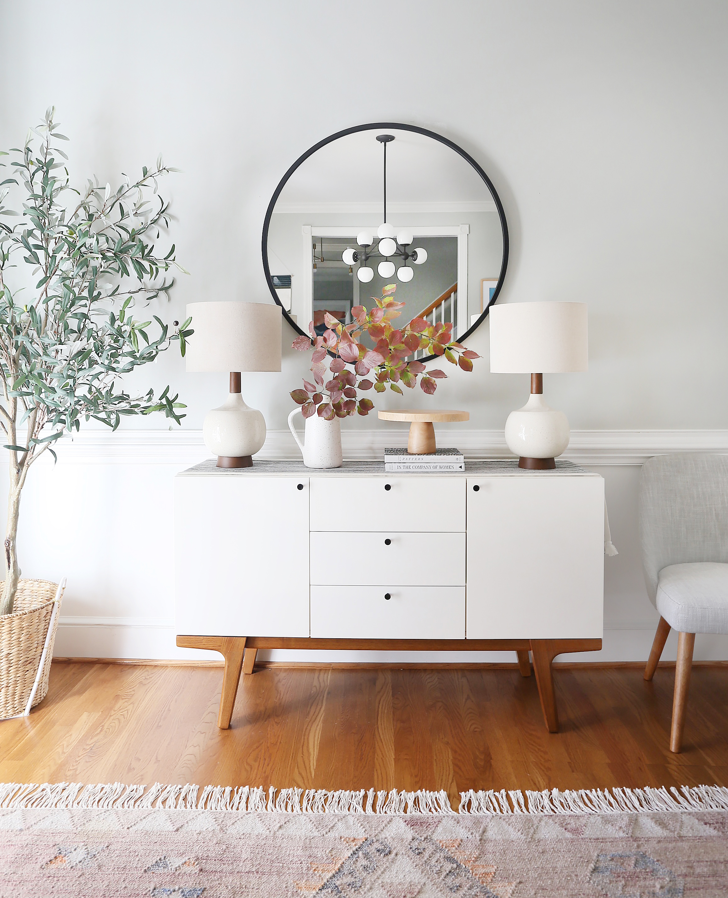 Olive tree   /   Rug   /   Console   /   Table lamp   /   Vase   /   Cake stand   (similar) /   Chair   /   Mirror