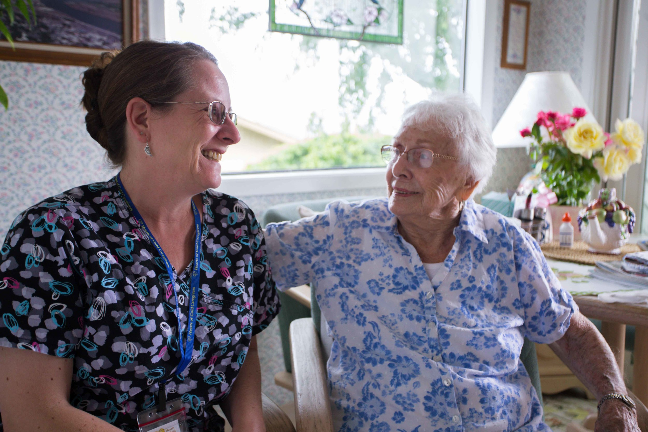 HeartsofGold hood river columbia gorge the dalles oregon caregiving at home care seniors nurses exports photos smiles happy sunshine time-35.jpg