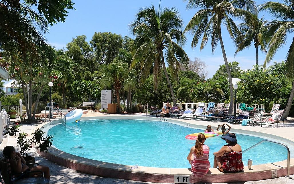 poolside collier inn