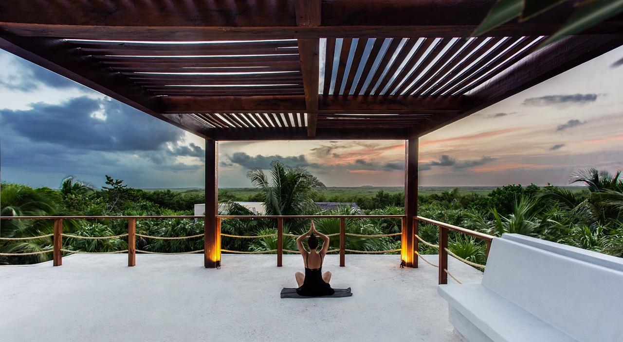 Sanara_Junglevilla_rooftopyoga.jpg