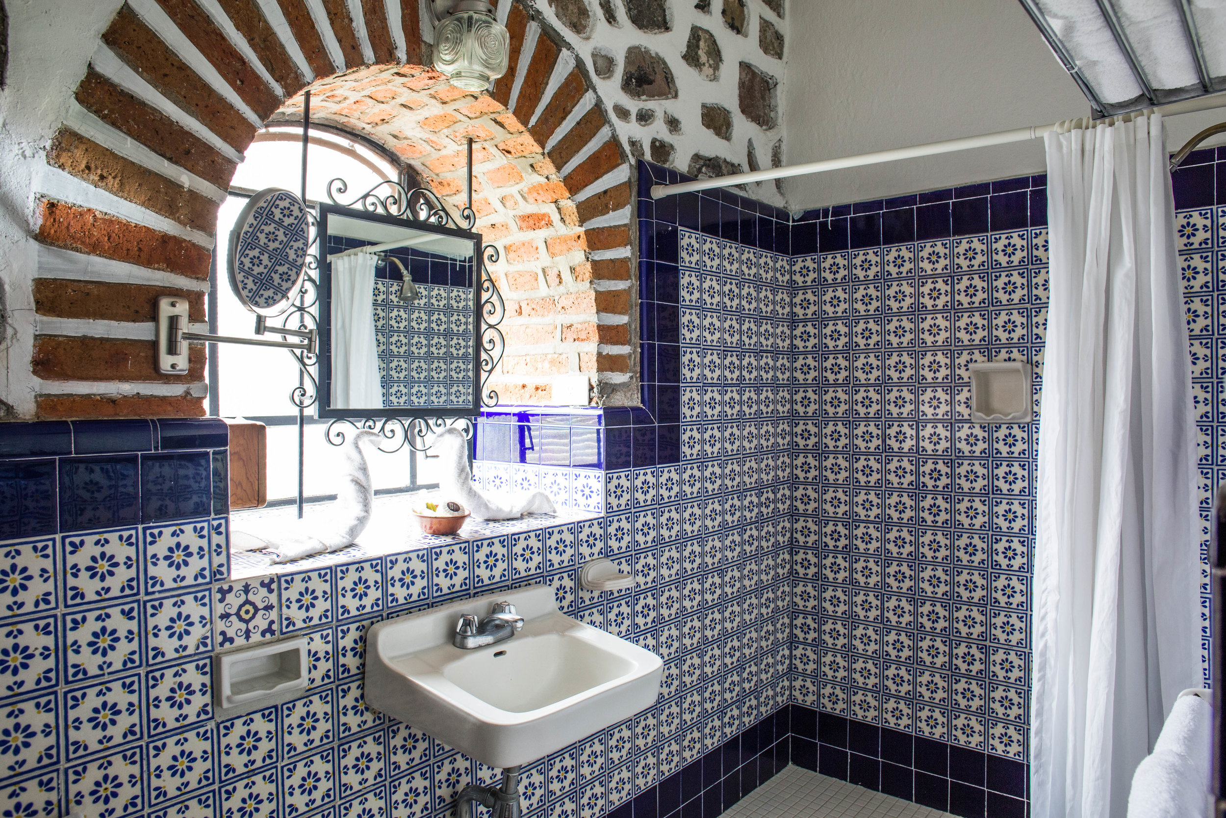 Hand-Painted Tiles in Colonial Room Bathroom