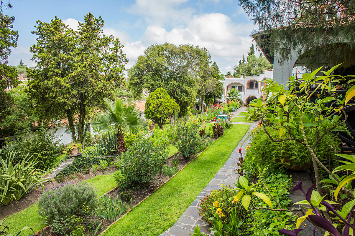 hotel_el_atascadero_garden_2.png