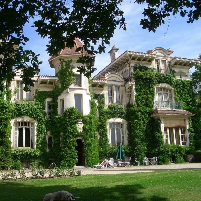 Chateau Wedding Venues - France is known for its chateaus and the Basque country is no exception! There are several stunning castles in the area. Some with lake views or swimming pools, others smothered in ivy like something out of a fairy tale. Get in touch today to find your dream chateau destination wedding venue!