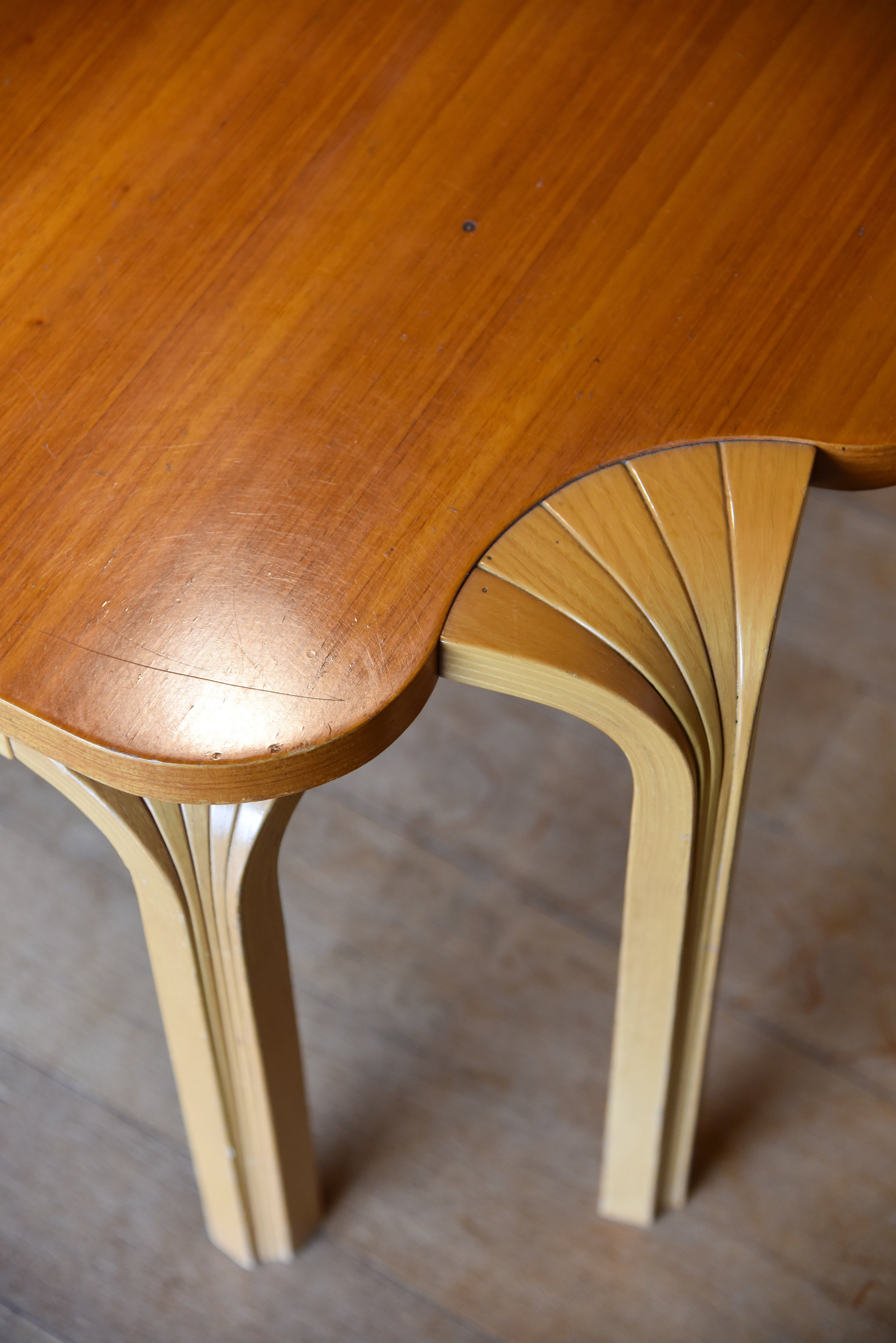 Fan or X leg with wood variation