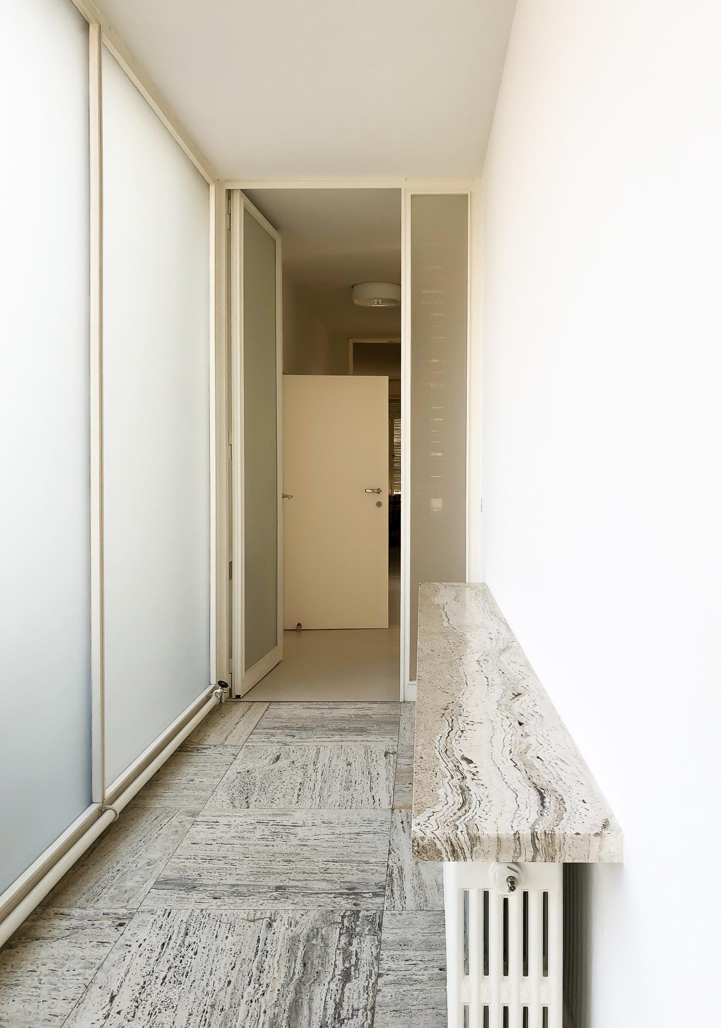 CORRIDOR TO PRIVATE ROOMS