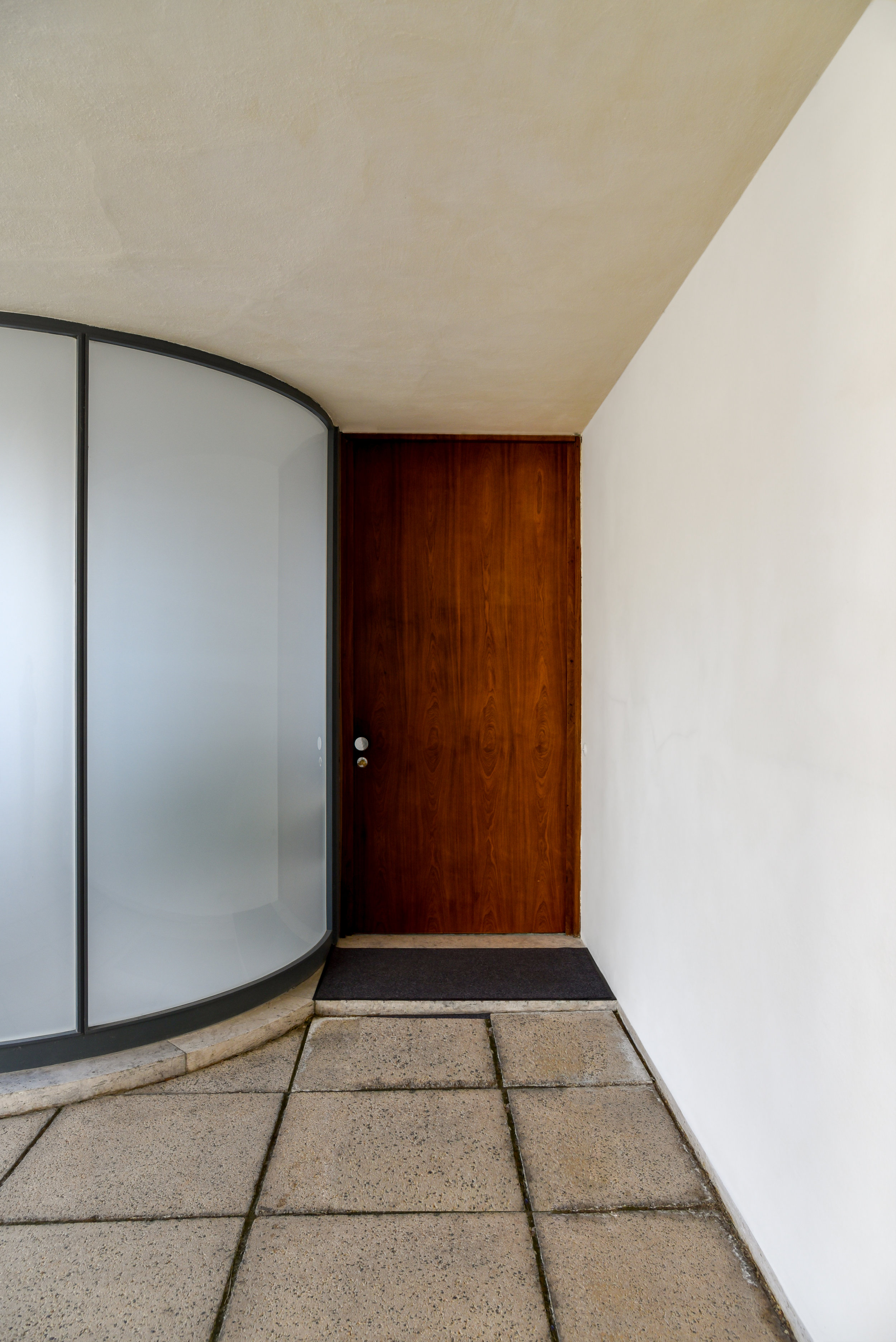 Entry door protected from street view