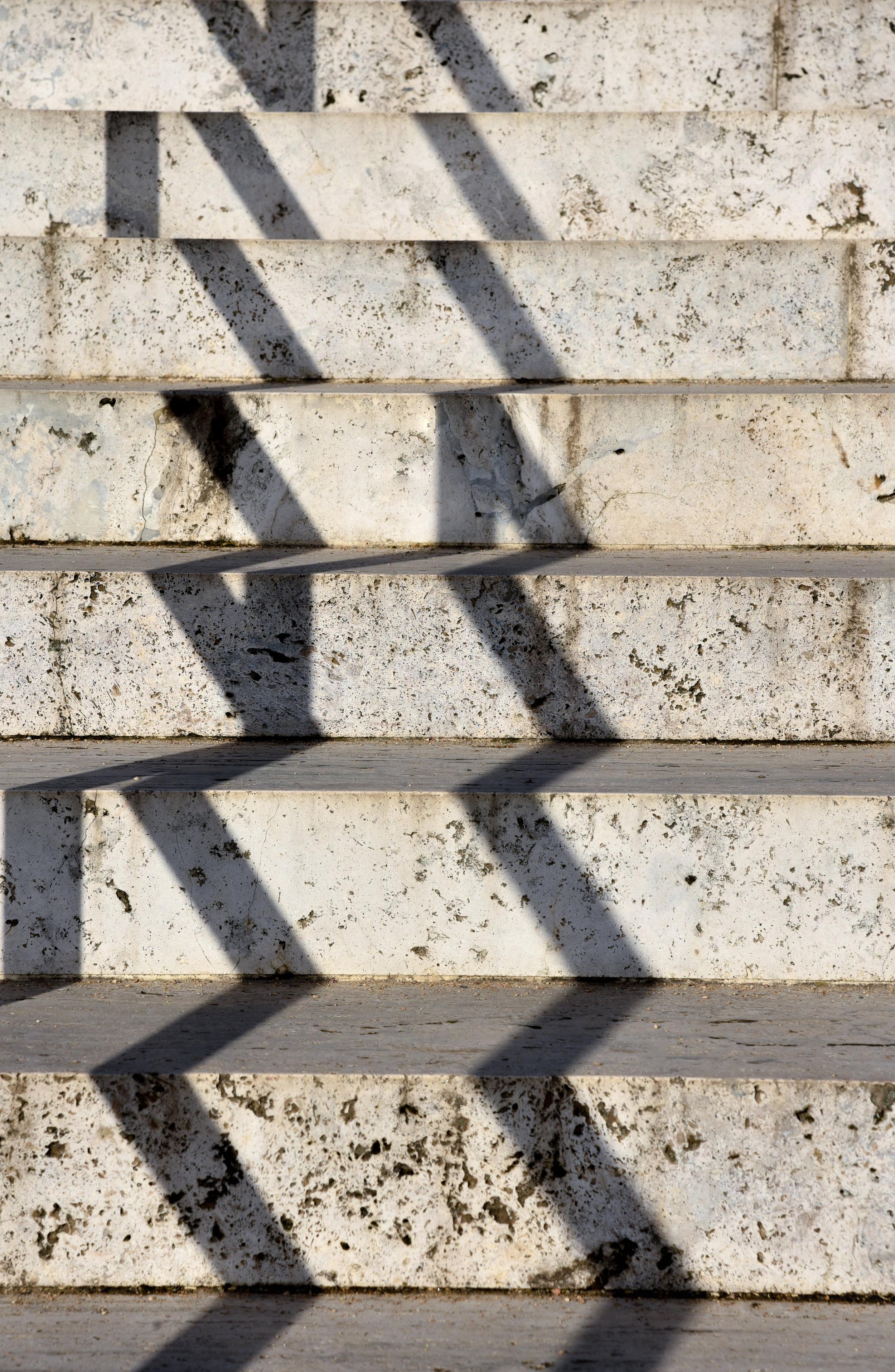 TRAVERTINE STAIRS DOWN TO GARDEN PATH