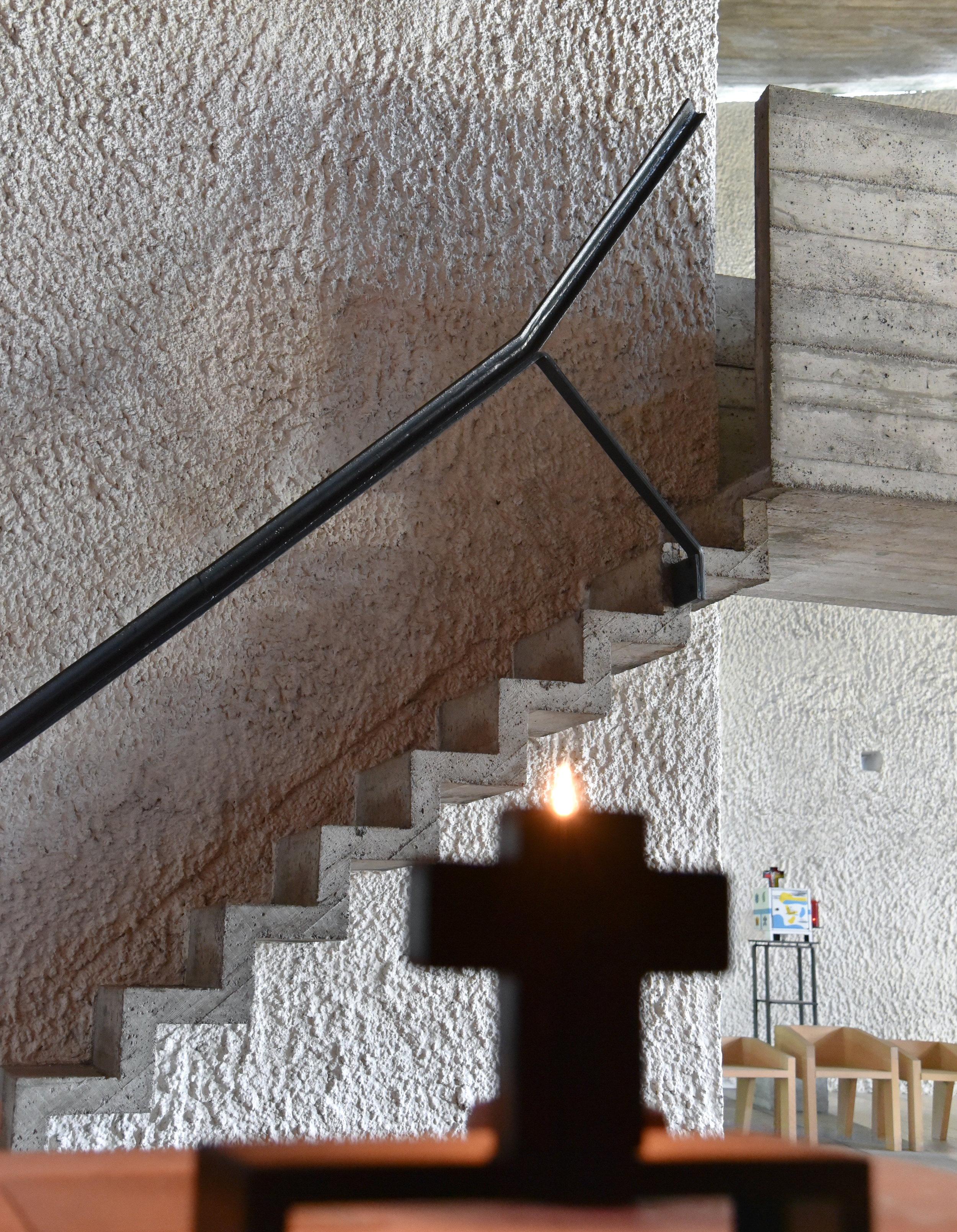 STAIRS TO BÉTON BRUT PULPIT
