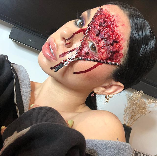 Playing with @camerareadycosmetics 3rd Degree makeup and Stage blood • • •  #zipper #zipperpouch #bloodsugarpalette #bloods #bloody #makeuptutorial #makeupartist #makeuplooks #makeuptutorials #makeupideas  #sfxmakeup #sfxgore #sfxmakeupartist #sfxmakeuptutorial #sfxmua #ahsfx