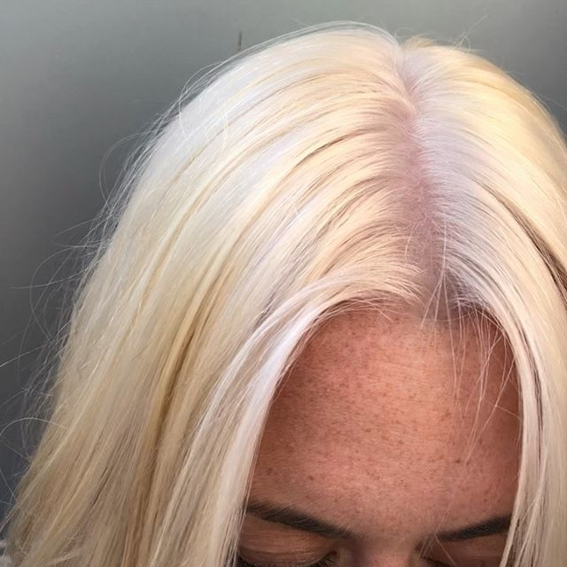 My client LOVES her some platinum ✨💛 so that's what I give her 💛✨ • • •  #platinum #platinumblonde #platinumhair #platinumblondehair