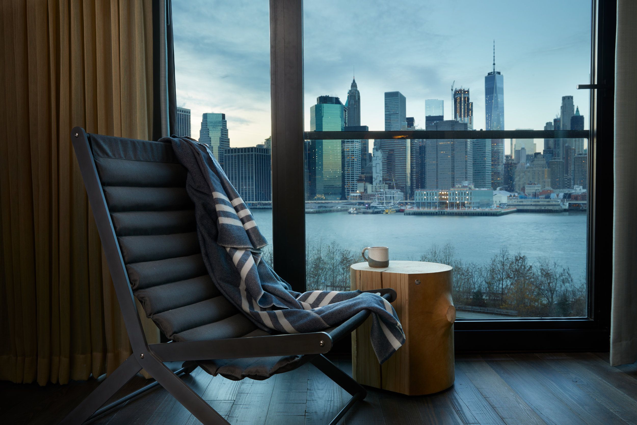 1_Hotel_Brooklyn_Bridge_King_Seating_Detail_HI.jpg