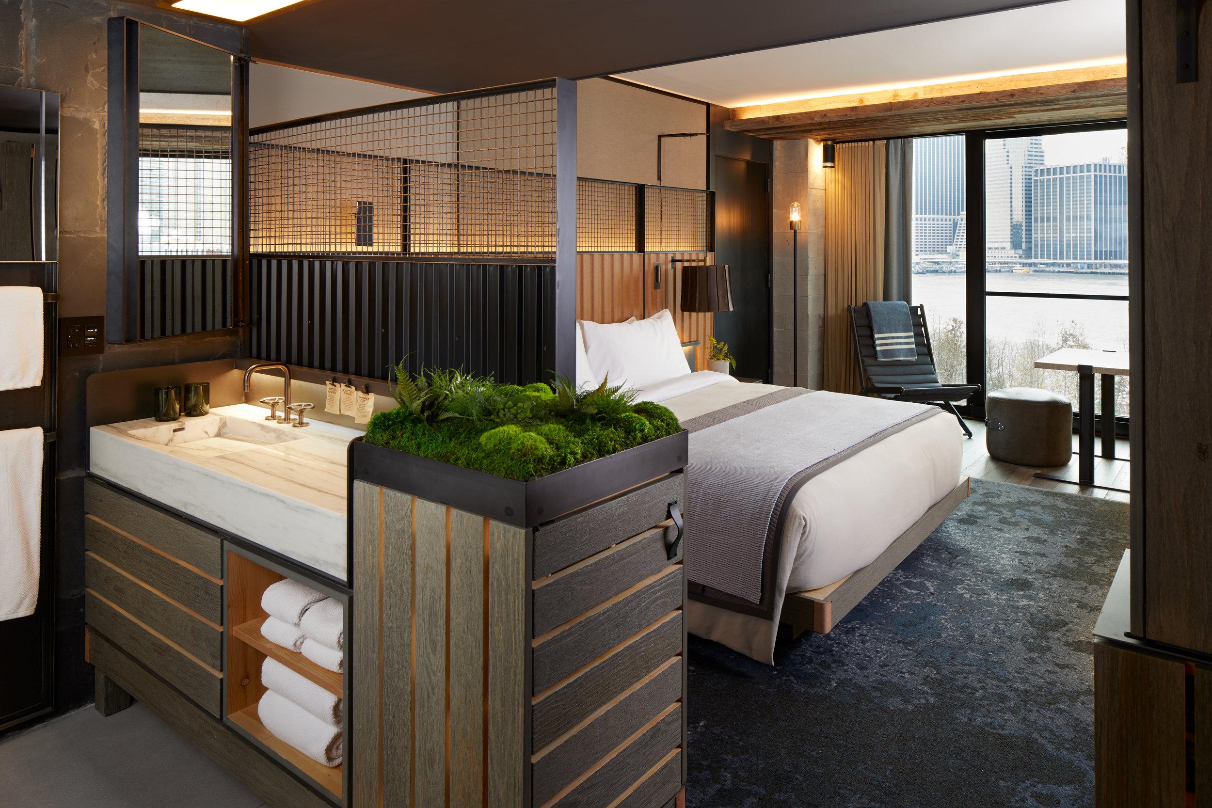 1_Hotel_Brooklyn_Bridge_Skyline_King_HI.jpg