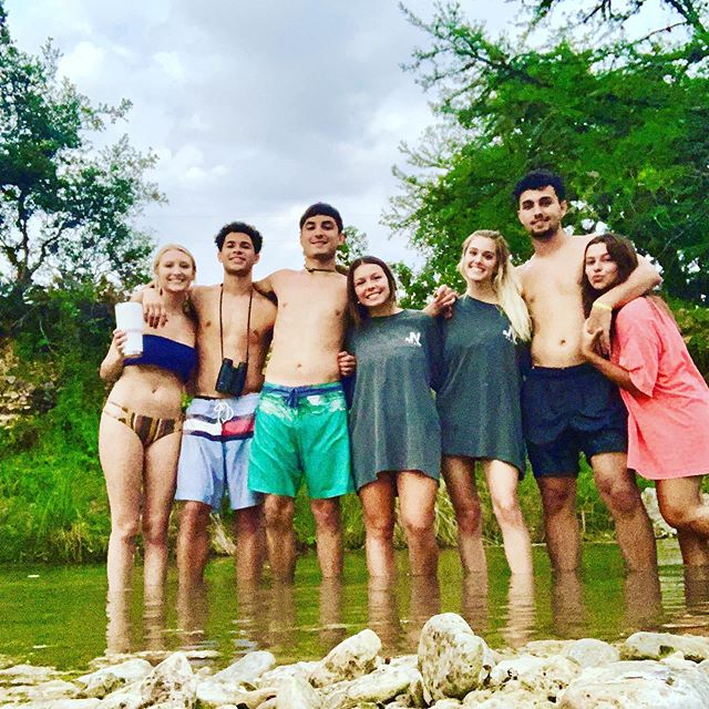 Another amazing week on the Frio River!!! Happy 4th of July everyone🇺🇸🎉👍🙏🏻 #independenceday #keepamericagreat #godblessamerica #familyandfriends #freedom #frioriver