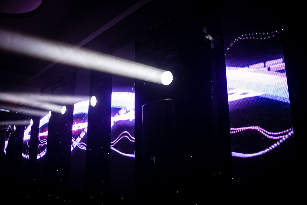 LED SPLIT WALL - A party style atmosphere with led split wall displaying motion graphics in mood with the party!